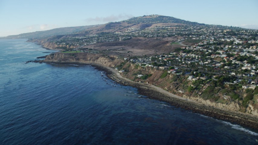 8K stock footage aerial video tilting from kelp in the ocean to reveal coastal cliffs and neighborhoods in San Pedro, California Aerial Stock Footage | AX0161_017