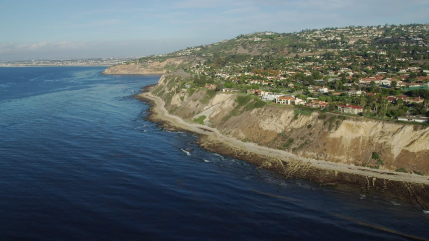8K stock footage aerial video of mansions on coastal cliffs in Palos Verdes Estates, California Aerial Stock Footage | AX0161_031