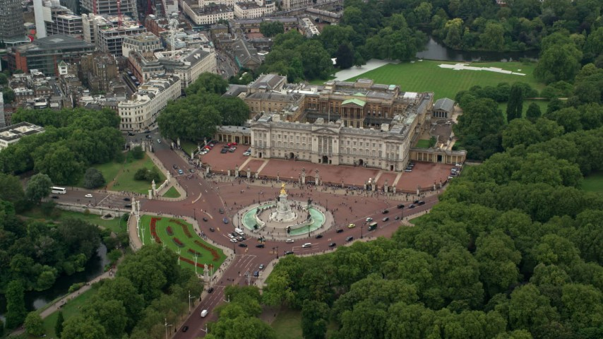 6K stock footage aerial video approach Buckingham Palace and the Victoria Monument, London, England Aerial Stock Footage | AX114_170