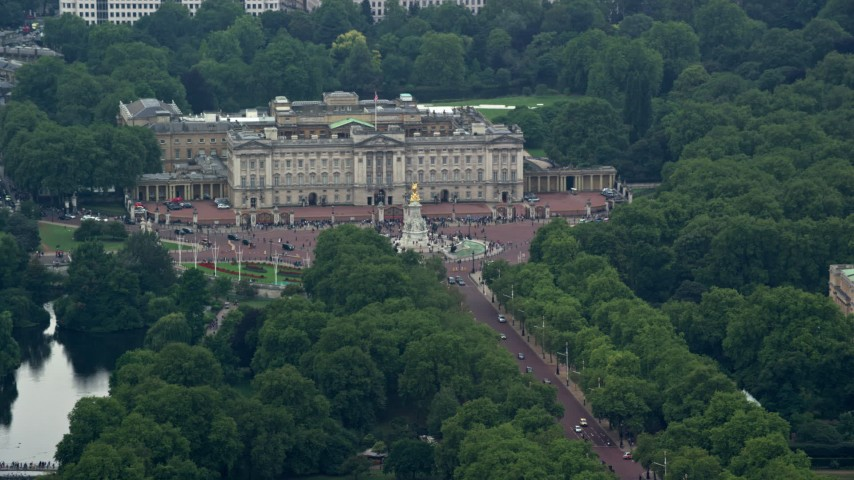 6K stock footage aerial video of a view of Buckingham Palace, London, England Aerial Stock Footage | AX114_202