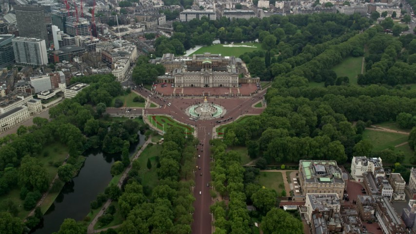 6K stock footage aerial video follow The Mall to approach Buckingham Palace, London, England Aerial Stock Footage AX114_207 | Axiom Images