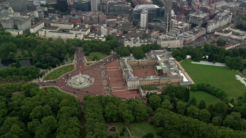 6K stock footage aerial video of an orbit of Victoria Memorial and Buckingham Palace, London, England Aerial Stock Footage | AX114_210