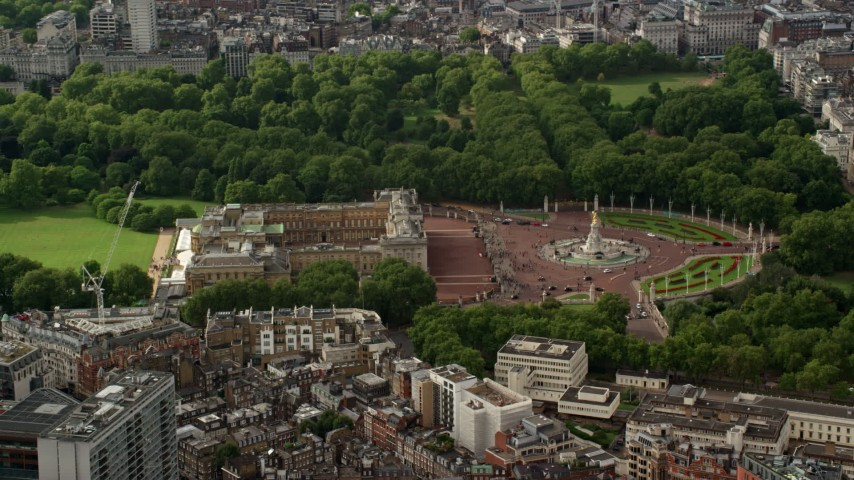 6K stock footage aerial video of orbiting Buckingham Palace and Victoria Memorial, England Aerial Stock Footage | AX115_125