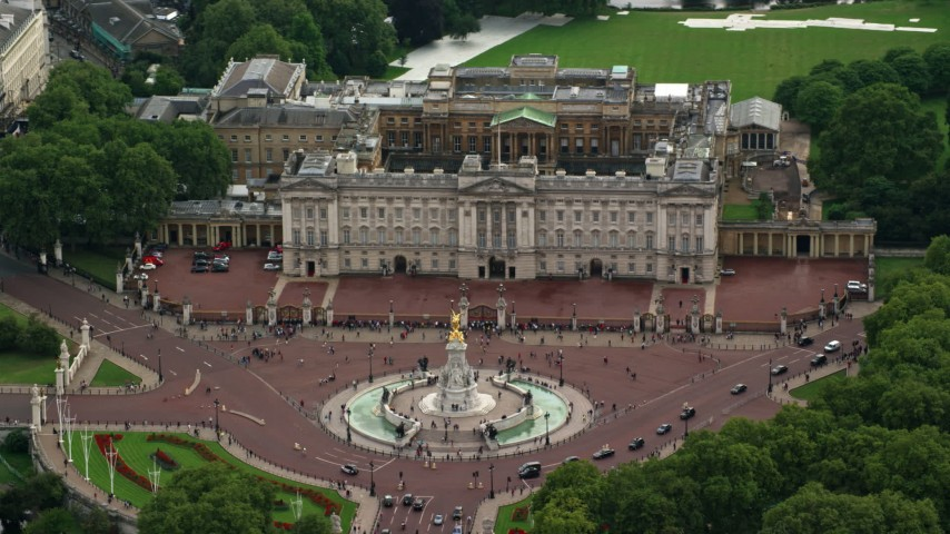 6K stock footage aerial video of the Victoria Memorial at Buckingham Palace, London, England Aerial Stock Footage | AX115_137