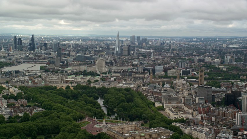 6K stock footage aerial video of a wide view of London cityscape, reveal Buckingham Palace, England Aerial Stock Footage | AX115_258