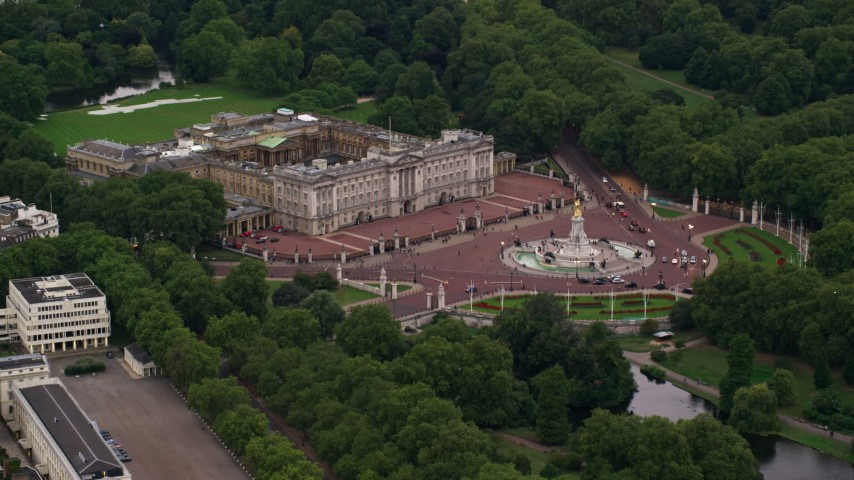 6K stock footage aerial video of approaching Buckingham Palace and Victoria Memorial, London, England, twilight Aerial Stock Footage | AX116_028
