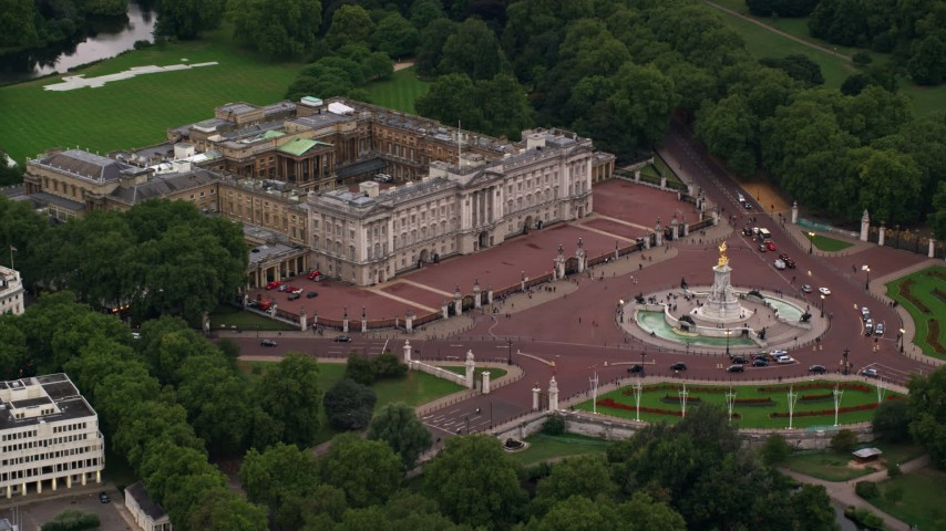 6K stock footage aerial video of approaching Buckingham Palace and Victoria Memorial, London, England, twilight Aerial Stock Footage | AX116_029