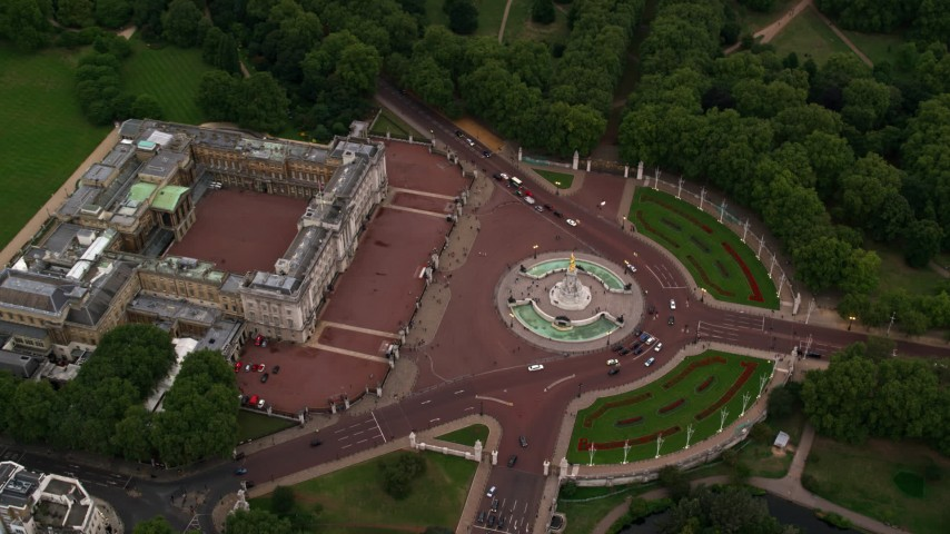 6K stock footage aerial video of a bird's eye view of Buckingham Palace and Victoria Memorial, London, England, twilight Aerial Stock Footage | AX116_030