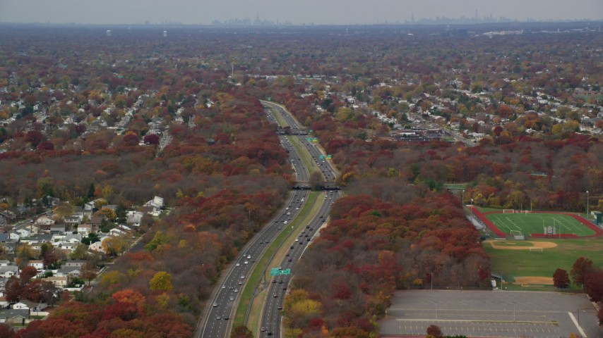 6K stock footage aerial video of traffic on Southern State Parkway in Autumn, Farmingdale, New York Aerial Stock Footage | AX117_005