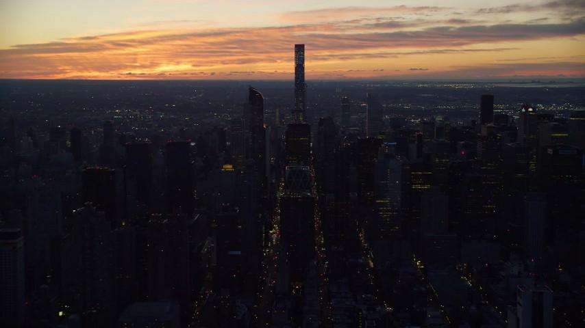 432 Park Avenue Condo High-Rise in Midtown Manhattan, New York City Aerial Stock Footage | AX118_004