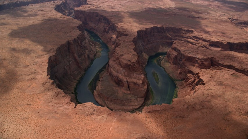 6K stock footage aerial video of flying to the edge of Horseshoe Bend, tilt to Colorado River, Glen Canyon, Arizona Aerial Stock Footage | AX131_176
