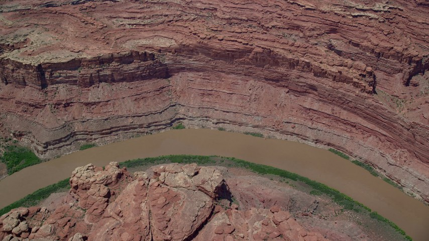 6K stock footage aerial video tilt to bird's eye view of Colorado River in Meander Canyon, Canyonlands National Park, Utah Aerial Stock Footage | AX136_244