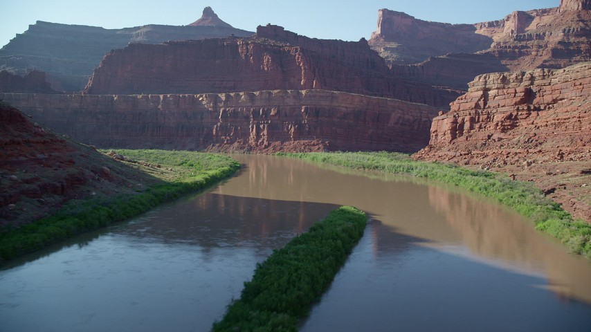 A Low Flyover of the Colorado River through Goose Neck, Meander Canyon, Canyonlands National Park, Utah Aerial Stock Footage | AX138_092