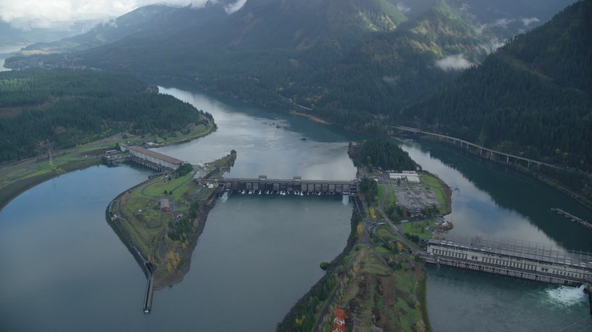 6K stock footage aerial video approaching the Bonneville Dam in Columbia River Gorge Aerial Stock Footage | AX154_039