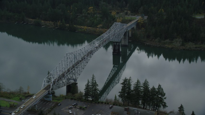 6K stock footage aerial video of Traffic crossing Bridge of the Gods in Cascade Locks, Columbia River Gorge, Oregon Aerial Stock Footage | AX154_173