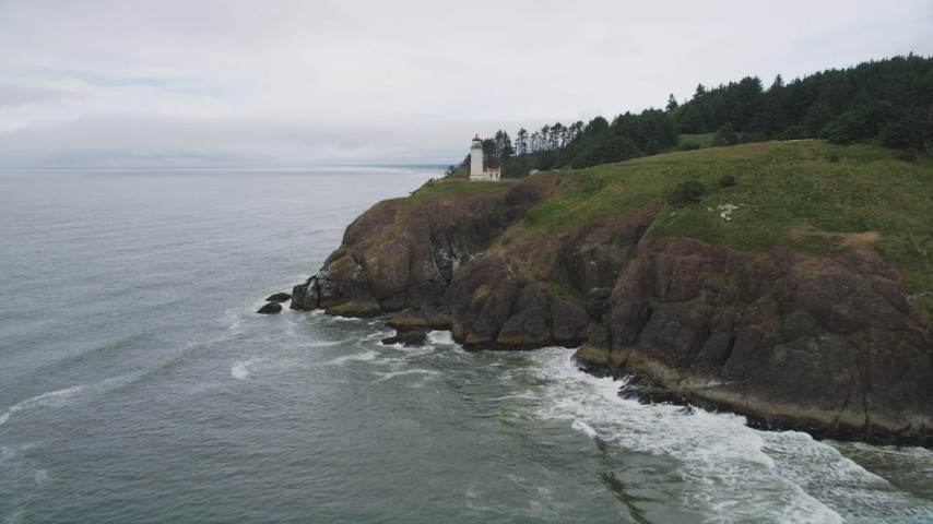5K stock footage aerial video approach the North Head Light on a steep cliff in Ilwaco, Washington Aerial Stock Footage | AX56_118