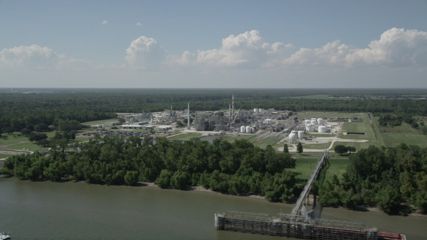 5K aerial video of the Dupont Chemical Plant in LaPlace, Louisiana Aerial Stock Footage | AX60_016