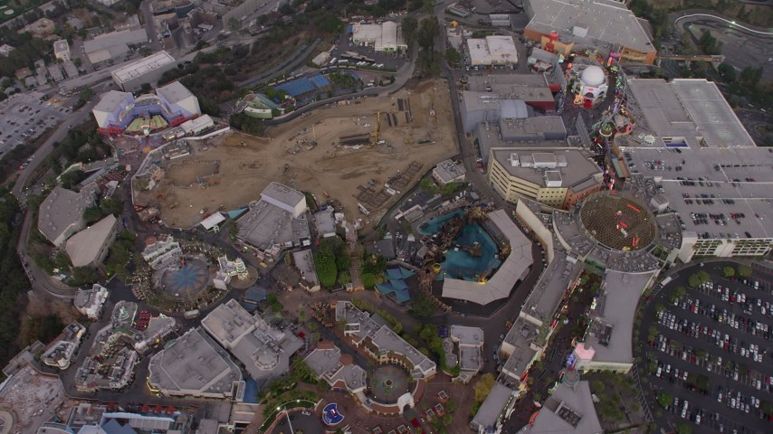 5K stock footage aerial video tilt to bird's eye of Universal City theme park, California, twilight Aerial Stock Footage | AX64_0161