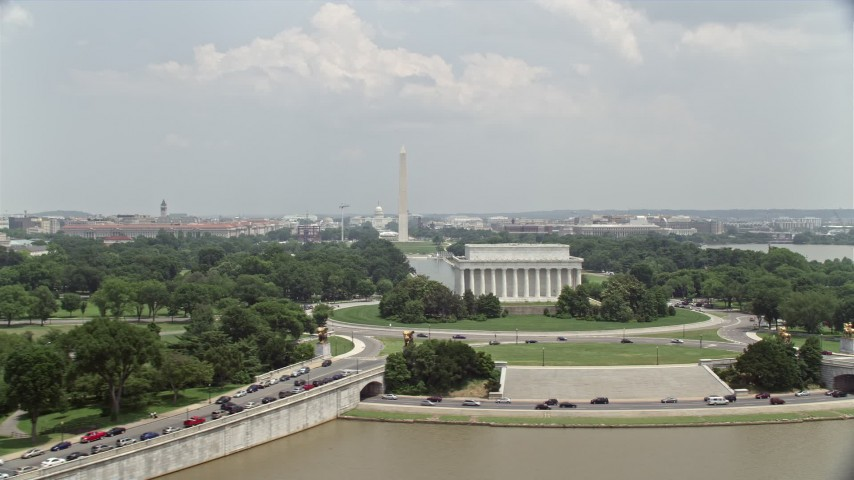 5K aerial video of the Lincoln Memorial and Washington Monument in Washington DC Aerial Stock Footage | AX74_075