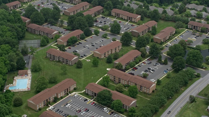 5K aerial video of an apartment building complex in Abigdon, Maryland Aerial Stock Footage | AX78_143