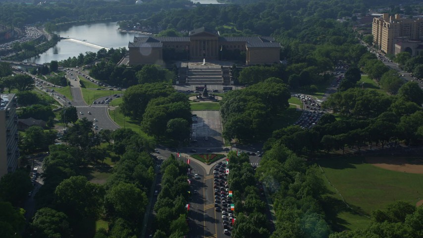 5K stock footage aerial video approaching Washington Monument Fountain and Philadelphia Museum of Art, Pennsylvania Aerial Stock Footage | AX79_060