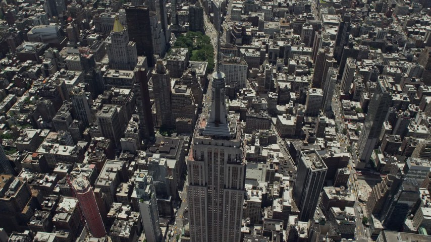 5K stock footage aerial video tilting to bird's eye of Empire State Building and skyscrapers, Midtown Manhattan, New York City Aerial Stock Footage | AX83_123