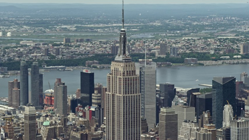 5K stock footage aerial video of Empire State Building in Midtown Manhattan, New York City Aerial Stock Footage | AX83_127