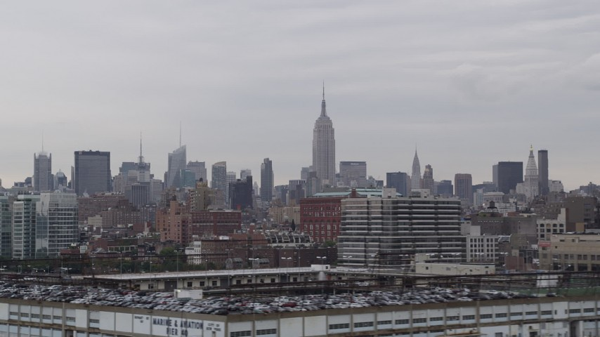 4K stock footage aerial video of the Empire State Building, Midtown Manhattan, Hudson River, New York, New York Aerial Stock Footage | AX84_018