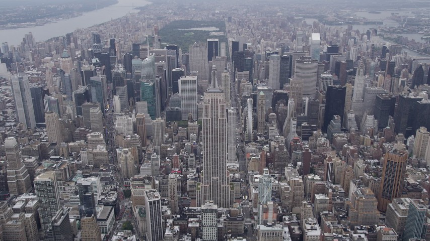 4K stock footage aerial video Approaching Empire State Building, Midtown Manhattan, New York, New York Aerial Stock Footage | AX84_059