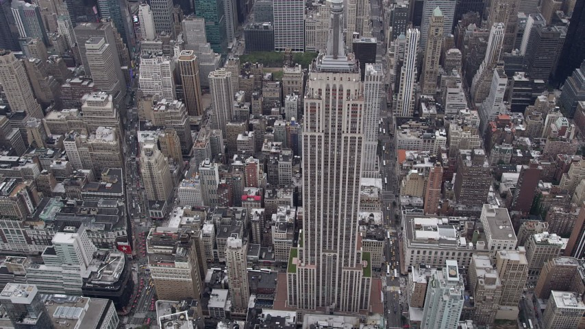 4K stock footage aerial video Approaching Empire State Building, Midtown Manhattan, New York, New York Aerial Stock Footage | AX84_061