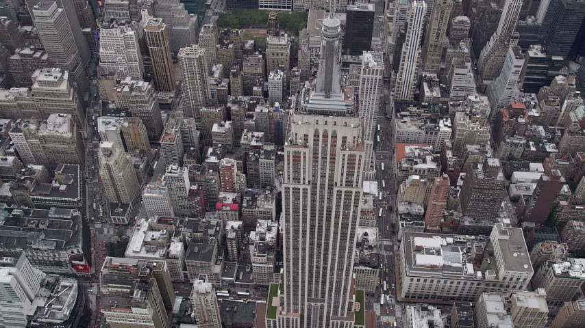 4K stock footage aerial video Approaching Empire State Building, Midtown Manhattan, New York, New York Aerial Stock Footage | AX84_062