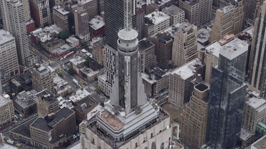 4K stock footage aerial video Approaching Empire State Building, Midtown Manhattan, New York, New York Aerial Stock Footage | AX84_075