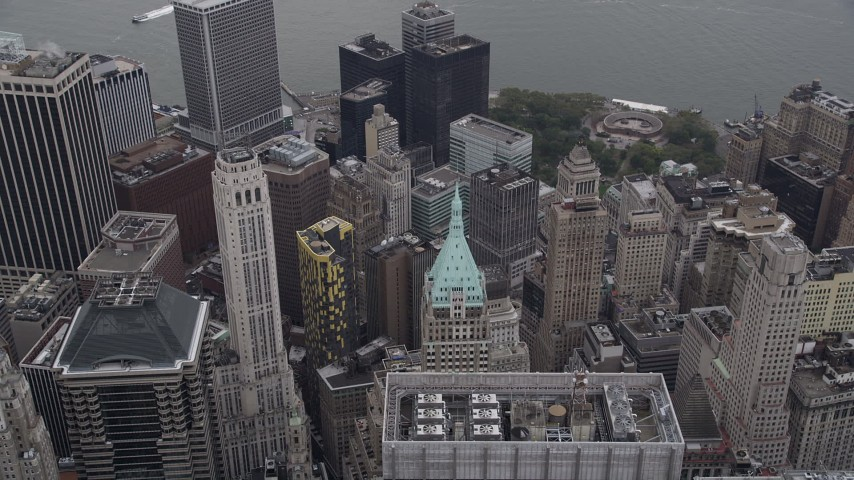 4K stock footage aerial video Approaching 40 Wall Street, tilt down, Lower Manhattan, New York, New York Aerial Stock Footage | AX84_086