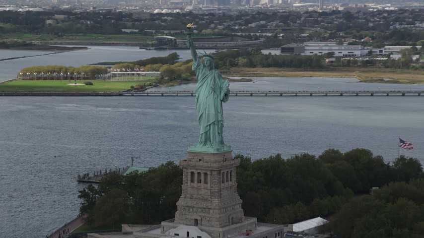 4K stock footage aerial video Flying by the Statue of Liberty, Liberty Island, New York, New York Aerial Stock Footage | AX87_007