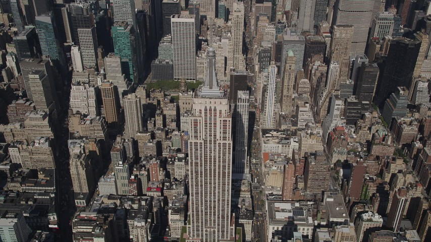4K stock footage aerial video Approaching Empire State Building, Midtown Manhattan, New York, New York Aerial Stock Footage | AX87_077