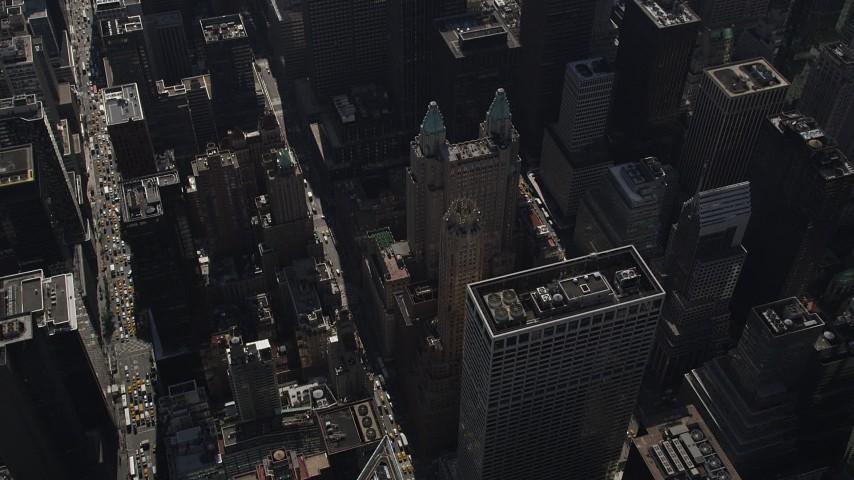 4K stock footage aerial video Tilt down to reveal Waldorf-Astoria, Midtown Manhattan, New York, New York Aerial Stock Footage | AX87_082