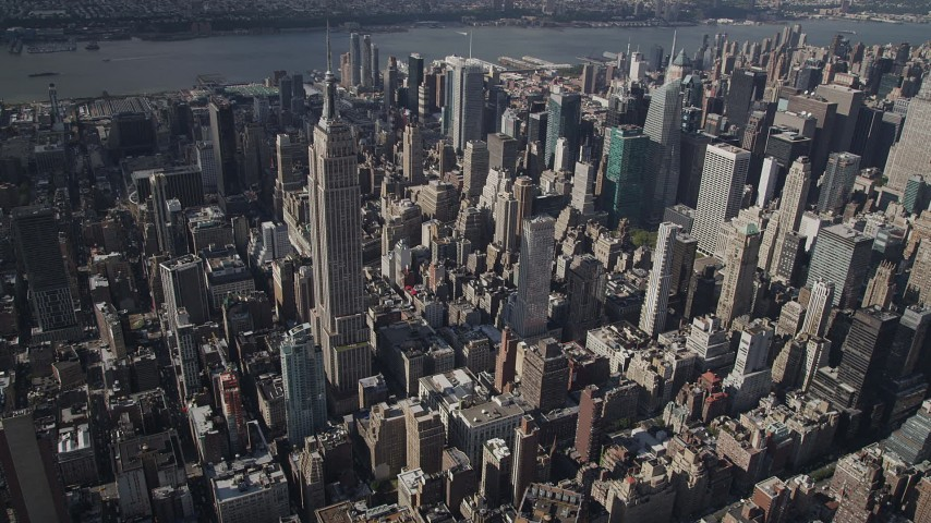 4K stock footage aerial video Approaching the Empire State Building, Midtown Manhattan, New York, New York Aerial Stock Footage | AX87_099