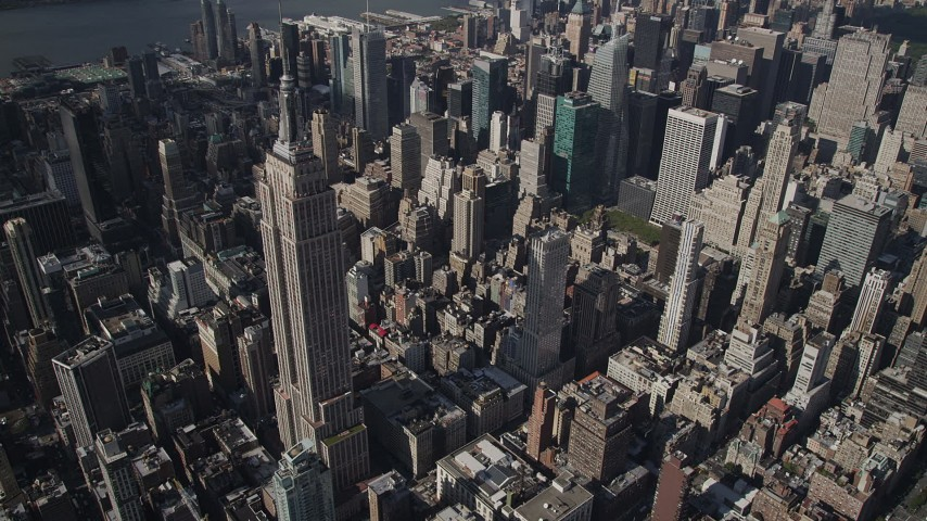 4K stock footage aerial video Approaching the Empire State Building, Midtown Manhattan, New York, New York Aerial Stock Footage | AX87_100