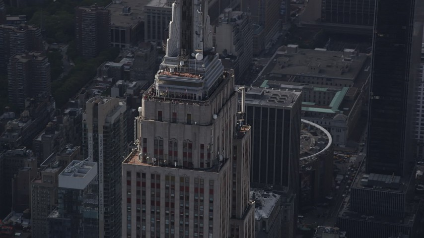 4K stock footage aerial video Fly by top decks of the Empire State Building, Midtown Manhattan, New York Aerial Stock Footage | AX87_109