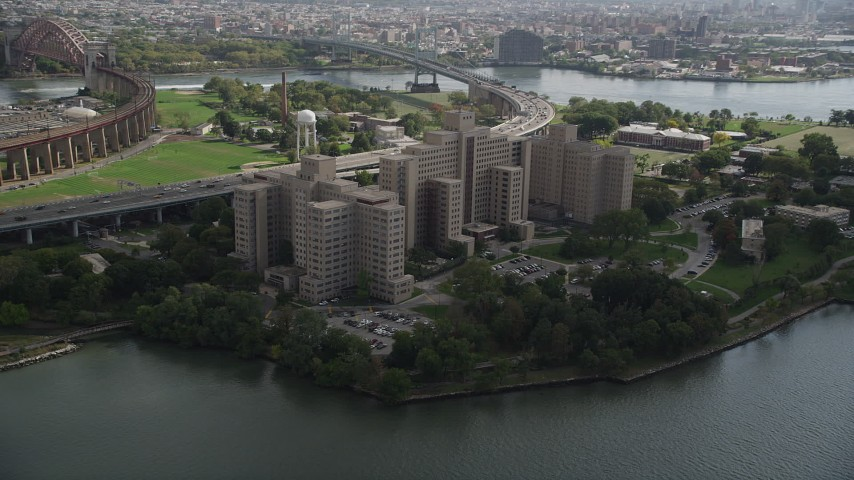 4K stock footage aerial video Approach Manhattan Psychiatric Center, Wards Island, Manhattan, New York Aerial Stock Footage | AX87_183