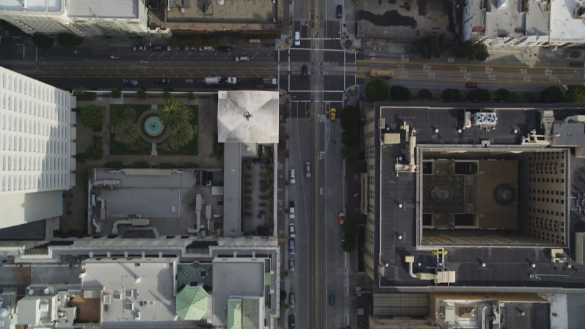 5K stock footage aerial video of a bird's eye view of California Street, Huntington Park in Nob Hill, San Francisco, California Aerial Stock Footage | DFKSF06_043
