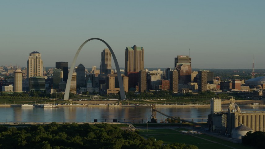 5.7K stock footage aerial video of the Arch and city skyline along the Mississippi River, sunrise, Downtown St. Louis, Missouri Aerial Stock Footage | DX0001_000515