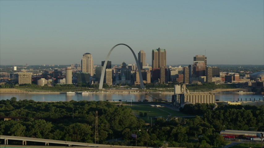5.7K stock footage aerial video of the Arch and skyline while flying away from a park and over interstate, Downtown St. Louis, Missouri Aerial Stock Footage | DX0001_000521
