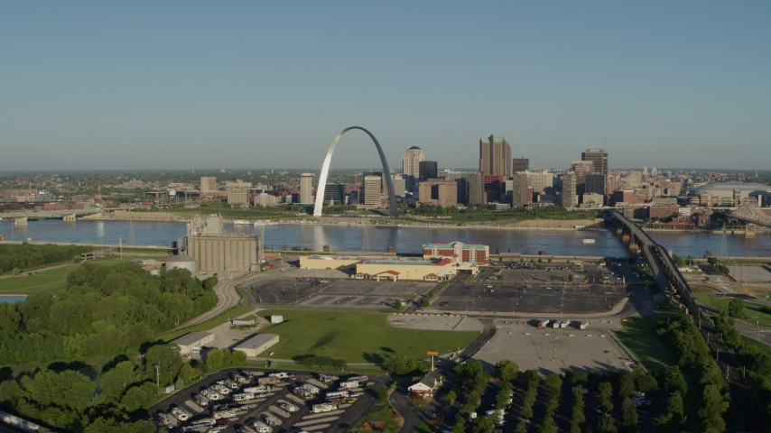 5.7K stock footage aerial video of Gateway Arch and skyline seen from East St. Louis, Downtown St. Louis, Missouri Aerial Stock Footage | DX0001_000537