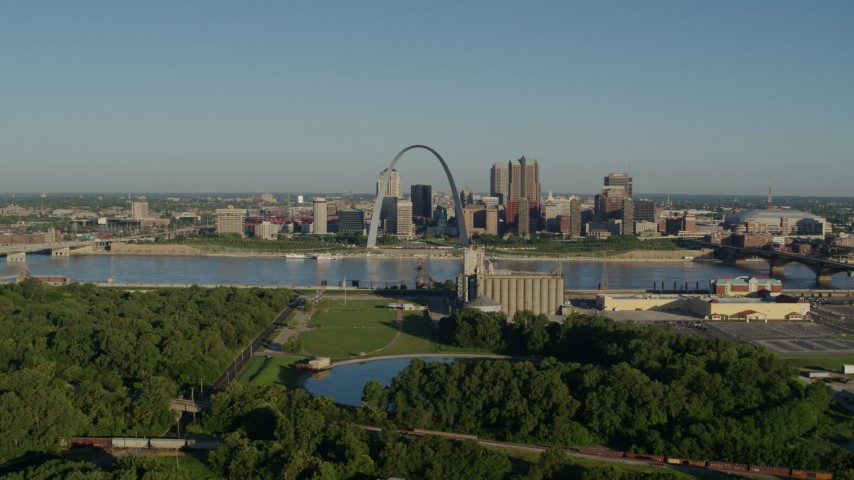 5.7K stock footage aerial video of the Arch and skyline seen from a park, sunrise, Downtown St. Louis, Missouri Aerial Stock Footage | DX0001_000540