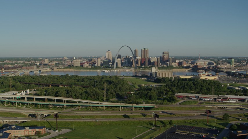 5.7K stock footage aerial video of  a park and freeway with views of skyline and Arch, sunrise, Downtown St. Louis, Missouri Aerial Stock Footage | DX0001_000544