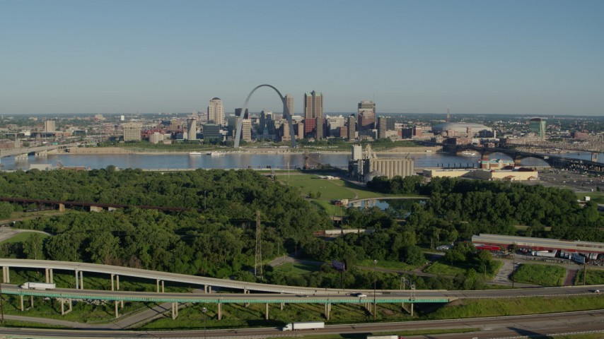 5.7K stock footage aerial video of interstates and park in East St. Louis, and skyline with Arch in Downtown St. Louis, Missouri Aerial Stock Footage | DX0001_000564