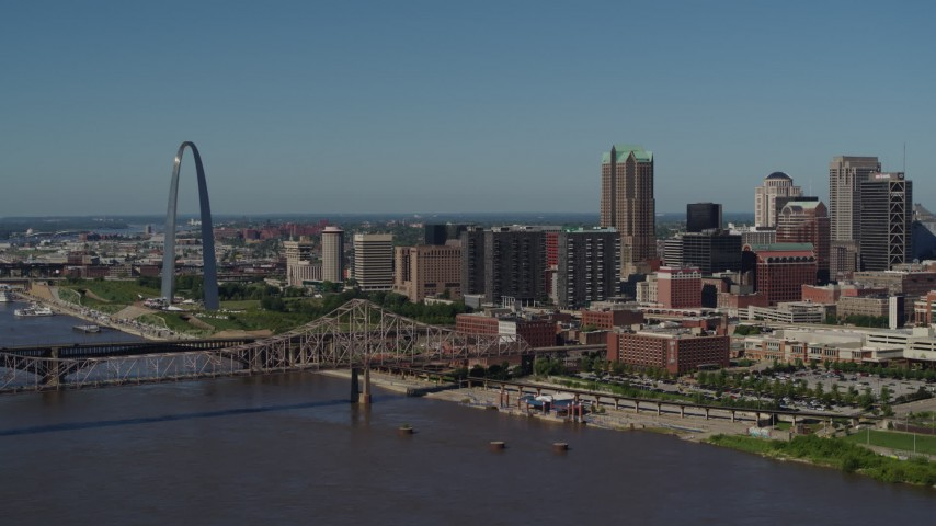 5.7K stock footage aerial video approach the Gateway Arch and bridge in Downtown St. Louis, Missouri Aerial Stock Footage | DX0001_000606