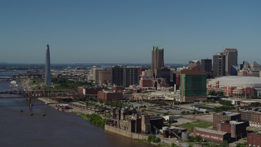 5.7K stock footage aerial video of Downtown St. Louis, Missouri and the famous Gateway Arch Aerial Stock Footage | DX0001_000614