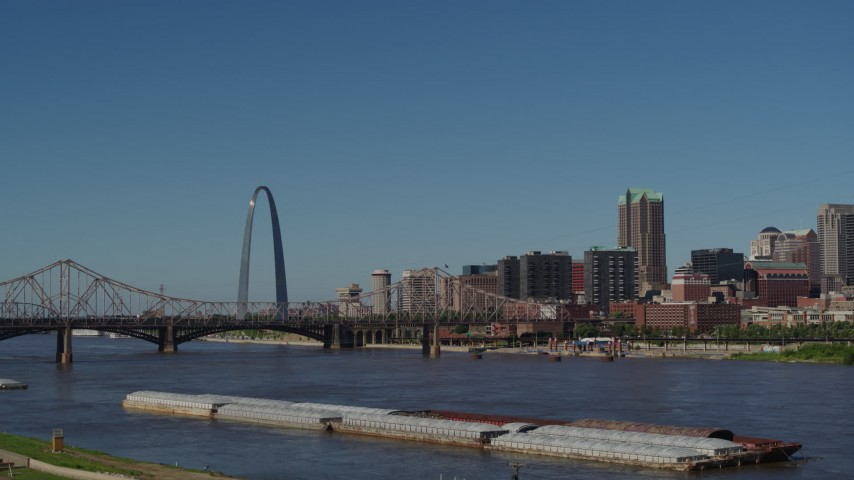 5.7K aerial video of a view of the Arch and Downtown St. Louis, Missouri seen while descending Aerial Stock Footage | DX0001_000616